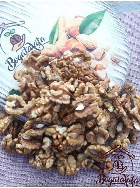 Грецкий орех бабочка